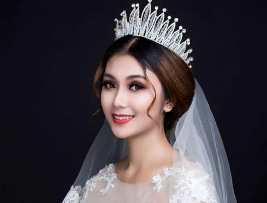 Tuyển trang điểm cô dâu chuyên nghiệp